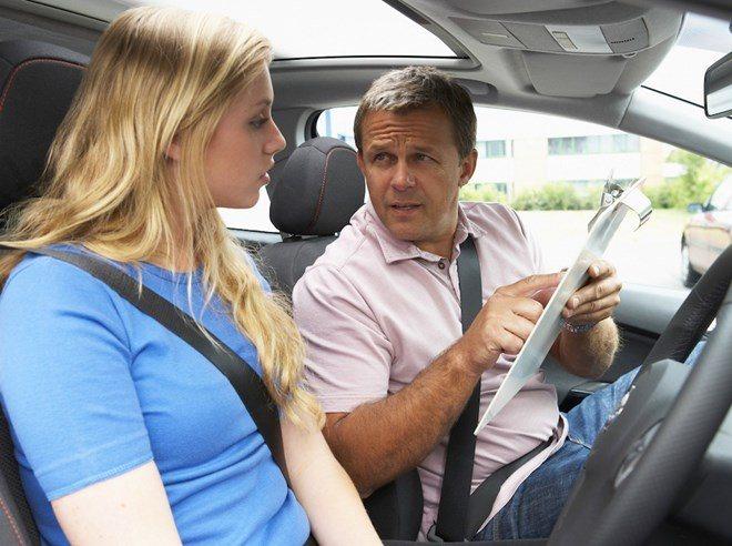 Học lái xe ô tô có khó không, cần bao nhiêu lâu?
